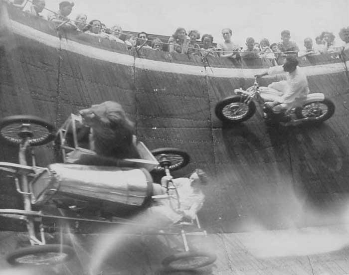Wall of Death – Lions in Sidecars